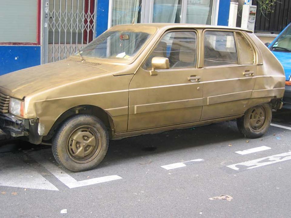 Coche Citroën Visa pintado con purpurina dorada